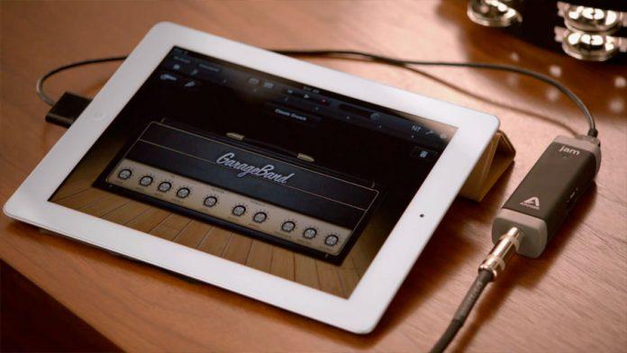 Garageband-iPad-2-696x392