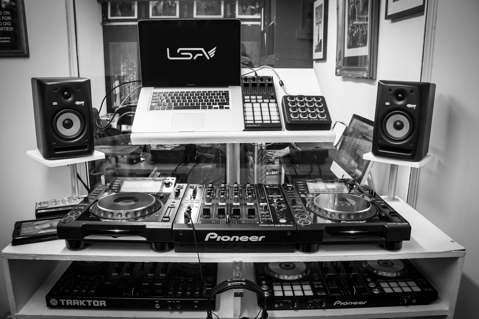 col_base_studio_IMG_1691_bnw